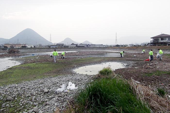 新池(香川県高松市)清掃の様子1