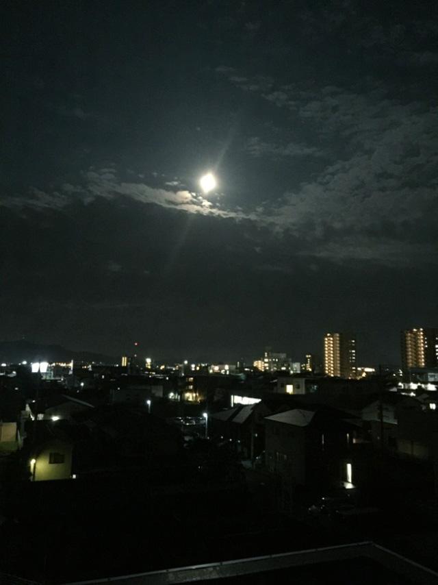 今里天文台ホールからの月