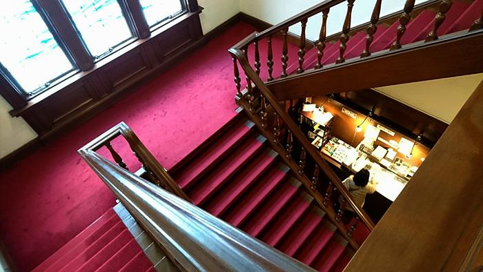 萬翠荘 - 大きな階段