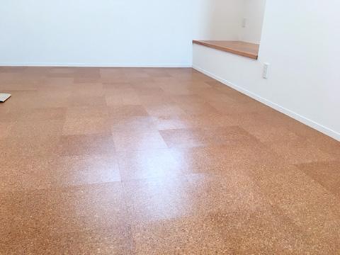 新築住宅「住まうギャラリー/K様邸」-和室の床はコルクの素材
