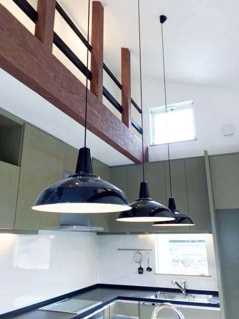 新築住宅「住まうギャラリー/K様邸」-キッチン、照明、吹き抜け