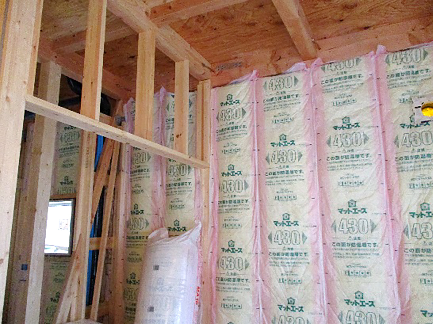 外壁、断熱材、そして造作工事中 - 坂出のT様邸