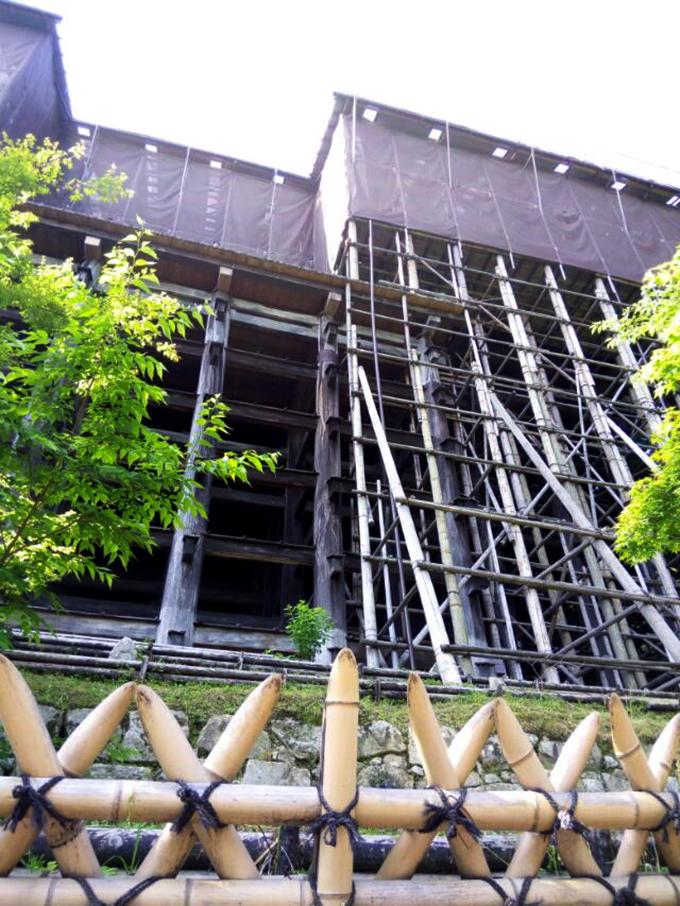 清水寺の本堂は只今工事中